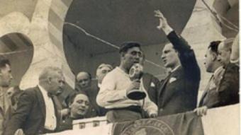 El lehendakari José Antonio Agirre, fent un míting a favor de l'Estatut basc de l'època de la república, que va entrar en vigor el 1936 ARXIU