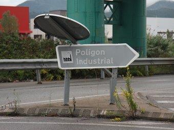 Senyal de tràfic a l'entrada del polígon 'Sector Mollet', a Parets del Vallès.  FRANCESC MUÑOZ