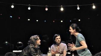 Xavier Ricart, Oriol Guinart i Mireia Aixalà, en la peça més divertida de l'obra, 'The Furies'. D. RUANO