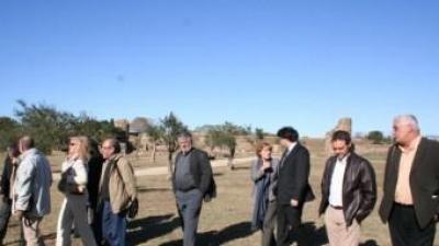 Els alcaldes i alcaldesses que van formar el Terra de Pas, en una imatge del 2009 a la Ciutadella de Roses, on es va presentar el projecte. ARXIU