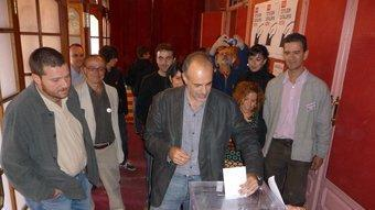 Joan Ridao votant al Casino, poc després de la una del migdia. C.A.F