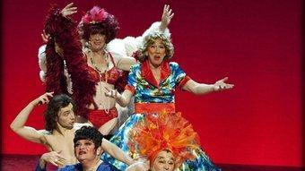 Els protagonistes de la darrera nit del cabaret de transsexuals i transvestits 'Gardenia'. LUK MONSAERT