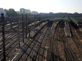 Vies buides a l'estació del Nord de París, ahir dilluns IAN LANGSDON