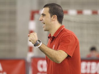 Alberto Toribio celebra un punt.  DIMAS BALAGUER