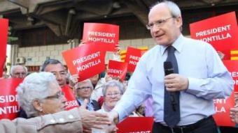 El president de la Generalitat, José Montilla, ahir al mercat de Sant Ildefons de Cornellà de Llobregat PEPA ÁLVAREZ
