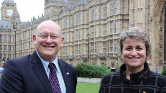 La foto que ahir buscava ERC, Anna Simó i el diputat gal·lès Haywell Williams a Westminster ACN
