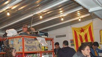 La barraca del Casal Independentista El Forn té cabina de discjòquei NÚRIA GARRO / X.C