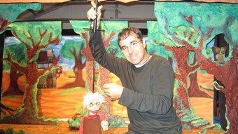Jordi Monsardà amb una de les seves titelles. C.G: