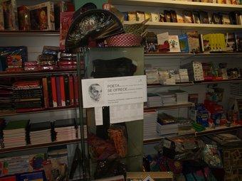 Cartell informatiu sobre el centenari del naixement de Miguel Hernández. ESCORCOLL