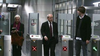 El president de la Generalitat i el primer secretari de la JSC, ahir, sortint de l'estació del Carmel ROBERT RAMOS