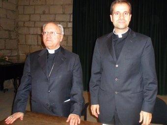 Jaume Traserra i Xavier Novell, ahir a Solsona per anunciar el relleu al bisbat. R.ESTANY