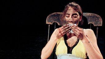 Artemis Stavridi, la jove protagonista d''Another Sleepy Dusty Delta Day', del creador belga Jan Fabre. J.P. STOOP