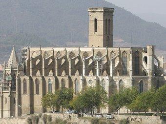 La Seu de Manresa, amb el Pont Vell en primer terme.  AJ. DE MANRESA