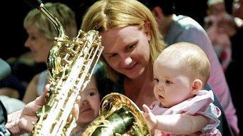 Les criatures poden tocar els instruments, sentir-ne la vibració, la intensitat, a 'Concertos para bebés'. P.L