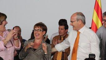 El president de la Generalitat i la consellera de Treball, ahir, en l'acte del PSC X.A. / ACN
