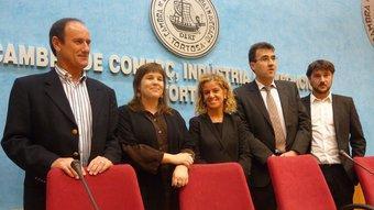 Els cinc candidats ebrencs moments abans del debat electoral convocat per la Cambra de Comerç. R.ROYO