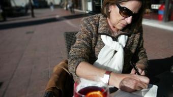 Carme Capdevila posa una ecuació, com les que ella s'entreté quan té algun problema gros per resoldre. Joan Sabater