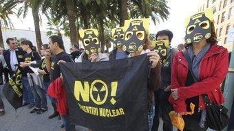 Protesta de la CANC a Tarragona, durant el míting del PSC amb Rubalcaba. D.B