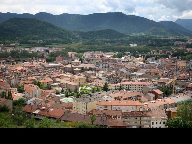 Una vista d'Olot, que s'ha consolidat com una de les àrees urbanes principals de la demarcació. LLUÍS SERRAT