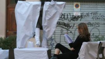 Acte reivindicatiu de la formació Escons en Blanc, al barri barceloní de Gràcia MARTA PÉREZ