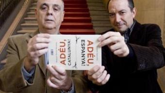 Miquel Porta Perales i Vicent Sanchis, ahir abans de la presentació del doble llibre a l'Ateneu Barcelonès ROBERT RAMOS