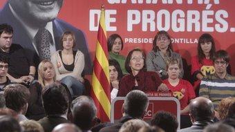 Montserrat Tura al míting celebrat al vespre a la capital d'Osona ALBERT LLIMÓS / EL 9 NOU