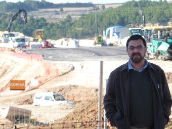 L'alcalde de Gelida Lluís Valls, fotografiat aquesta setmana davant el nou accés a l'AP-7 en construcció. A.M