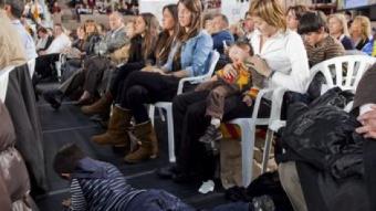 Un moment del míting central de CiU ahir a Barcelona, que va tenir un públic familiar ROBERT RAMOS