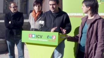 Els candidats Èrik Solés, Cristina Andreu, Llorenç Planagumà i Montse Escutia, a la plaça de Campdenmàs d'Olot. R. E