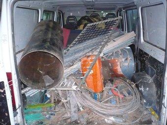 Una imatge del material que hi havia dins de la furgineta i que la policia local va comissar als lladres.