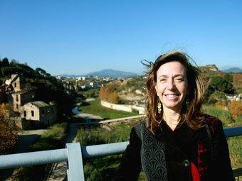 Montserrat Capdevila, al pont de la Salut de Sabadell, sobre el parc fluvial i industrial del Ripoll E.A