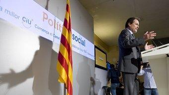 El president de CiU, Artur Mas, ahir presentant les seves propostes socials a la seu de l'ONCE a Barcelona ROBERT RAMOS
