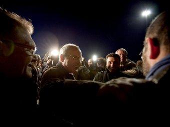 El candidat a la reelecció del PSC fa un míting llampec durant el canvi de torn a la factoria Seat EFE