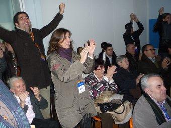 El president de CDC de Sant Cugat , Jordi Puigneró, i l'alcaldable, Mercè Conesa celebrant els resultats. C.A.F