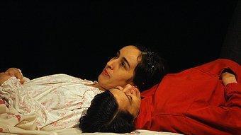 Dues de les protagonistes d''El viento en un violín', de Claudio Tolcachir. Es va veure a Temporada Alta. M. LLADÓ