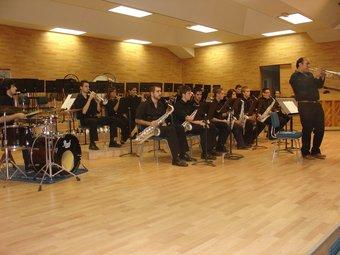 Moment d'una actuació de la Big Band de Villar als locals de la Banda Simfònica. / CARLA