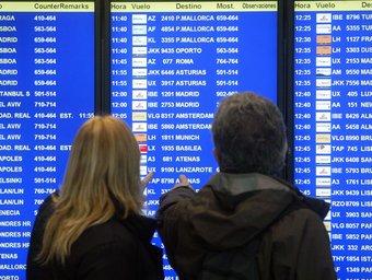 Dos viatgers a l'aeroport del Prat