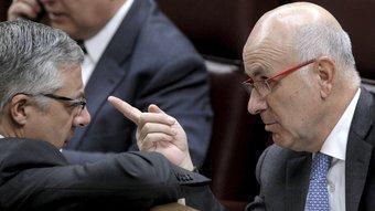 El secretari general de CiU, Josep Antoni Duran i Lleida, conversa amb el ministre de Foment, José Blanco, ahir, al Congrés EFE