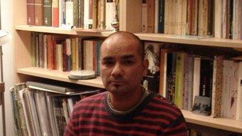 Jorge Andrés Morales, al seu pis del barri de Sant Narcís, on treballa. J.M.S