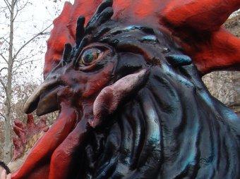 El gall Tomasot, de l'escultora vilafranquina Dolors Sans CATI MORELL