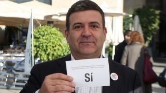 López Tena, durant la jornada de vot anticipat a la Barceloneta ORIOL DURAN