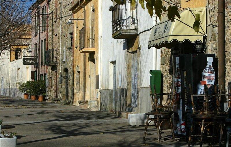 Molts bars i pocs veïns | Irene Rigall | Cruïlles, Monells i Sant Sadurní |  Societat | El Punt Avui