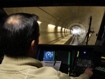 El primer TAV entre Catalunya i França quan travessava el túnel del Pertús ACN