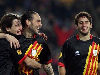 Bojan, Sergio García i Coro celebrant un dels gols. /  ORIOL DURAN
