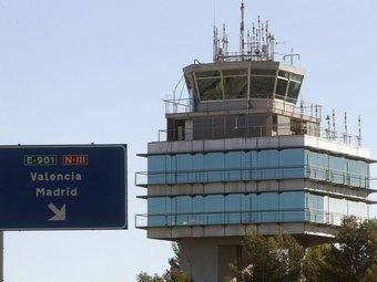Torre de control de l'aeroport de València, de les primeres que es liberalitzarà. EFE