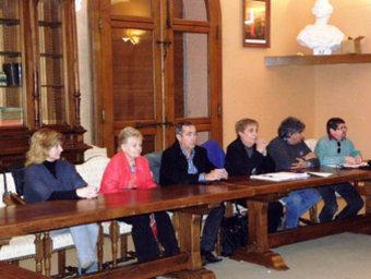 Alguns dels participants a la reunió de preparació d'un agermanament entre Conflent i Ripollès: d'esquerra a dreta: Corine de Mozas (tinent al batlle de Prada, encarregada de la catalanitat); Gilberte Pideil (Batllesa de Fullà); Jean Mauru (Batlle de Rià i Cirac); Arlette Bigorre (Batllesa de Fontpedrosa); Gerard Rabat (Batlle de Pi de Conflent), i Enric Balaguer (President del Casal d'Arrià). E. BALAGUER