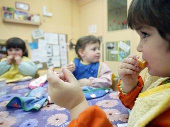 Menjador escolar a una Llar d'Infants. ARXIU