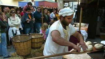 Les festes medievals, com la del nucli del municipi d'Hostalric, a la foto, rememoren les tradicions del segle XV.  ARXIU/ MANEL LLADÓ