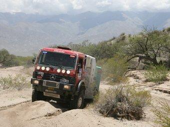 Imatge del camió penedesenc en un dels trams del ral·li Dakar