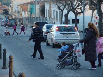 La travessia de la carretera de Llers, a Figueres, ahir la tarda. J.P
